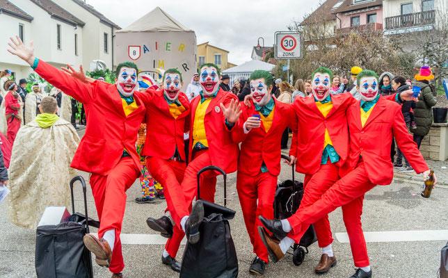 Clowns: Die Clowns ziehen den Joker