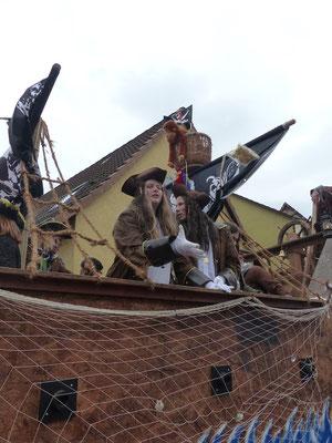 Fanfarenzug Mühlhausen: Piraten mit Piratenschiff