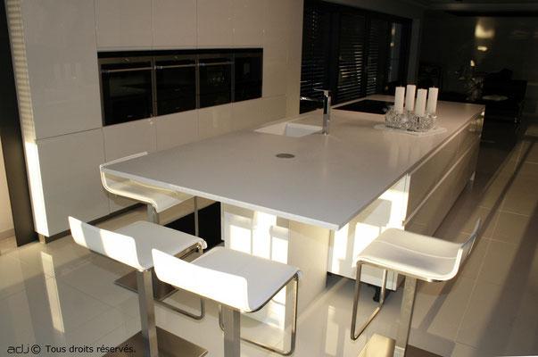 Ilot avec table, coloris blanc alpine white