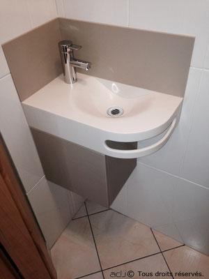 Lave main sur mesure avec crédence et meuble bas.
