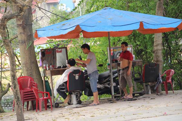 Freiluftcoiffeur in Ninh Binh