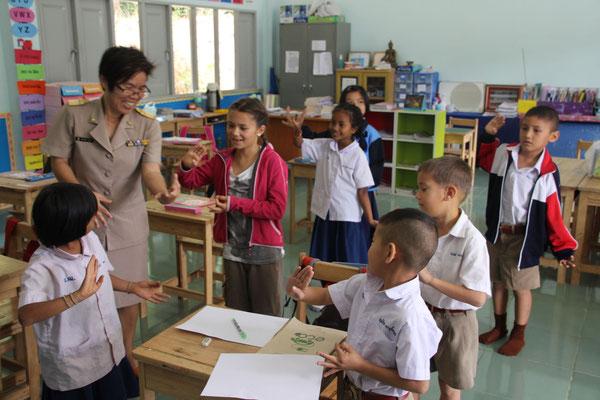 Tanzen ist ein wichtiger Teil im Schulunterricht, Thailand