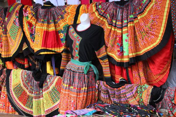 Traditionelle, bunte Kleider, Mai Chàu