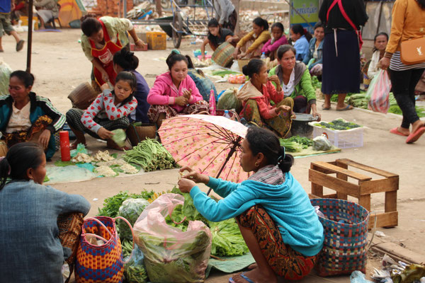 Markt in Salavan