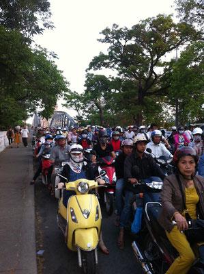 Berufsverkehr in Hué