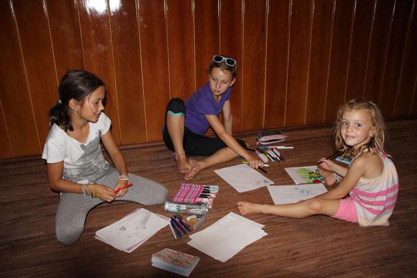 Zeichnen mit Weltreisekindern aus Frankreich, Kambodscha