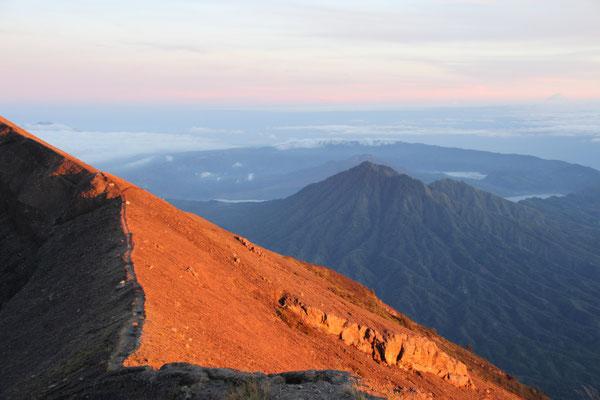 Morgenlicht auf dem Gunung Agung