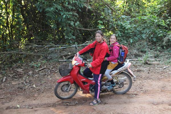 Auf dem Weg zur Schule, Samoeng, Thailand