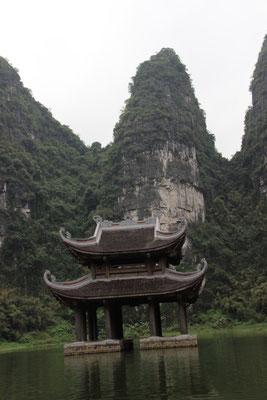 Wassertempel und Karstberge, Trang An