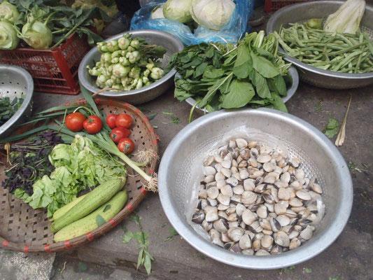 Gemüseverkauf in einer Gasse, Hanoi