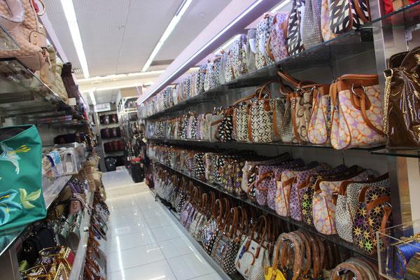 Grosse Auswahl im Mustafa Center (24 Std. Shoppingcenter)