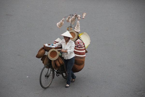 Hutverkäuferin in Hanoi