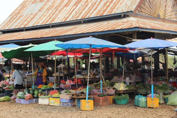 Markt bei Tad Lo