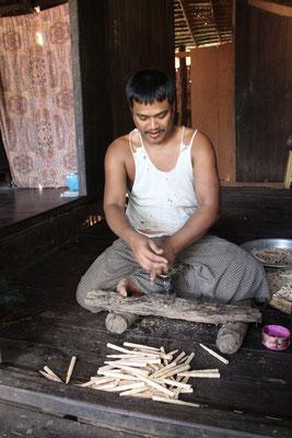 Hier werden Kugelschreiber hergestellt, Myanmar