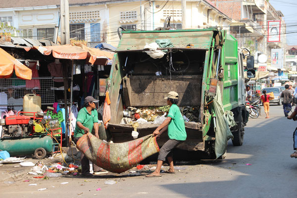 Moderne Müllabfuhr in Kampong Cham, Kambodscha