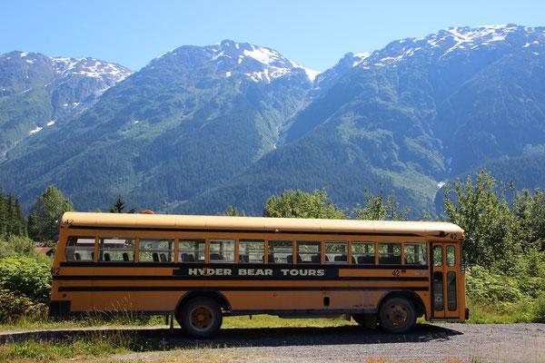 Touristenbus in Hyder, Alaska