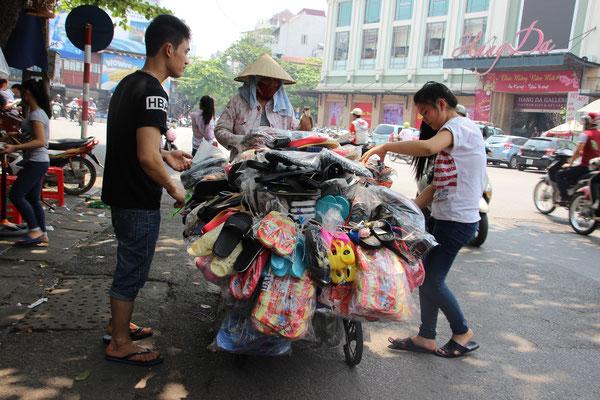 Schuhverkauf auf der Strasse