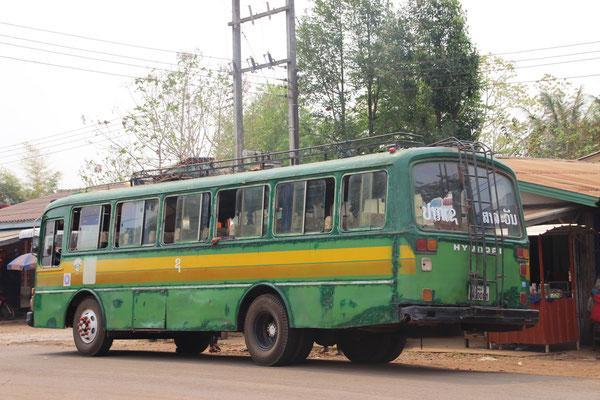 Öffentlicher Bus in Tad Lo, Laos
