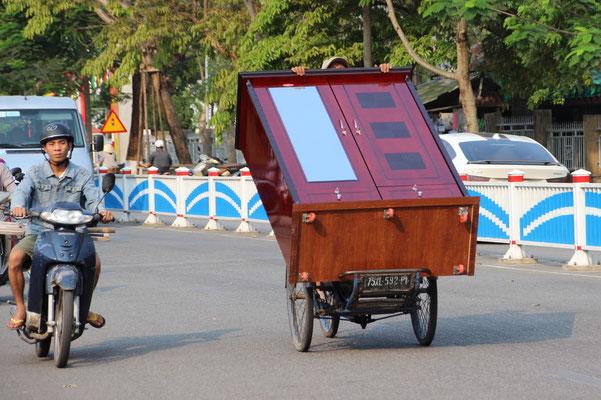 Für was braucht es denn Zügelwagen, wenn es auch mit dem Fahrrad geht!