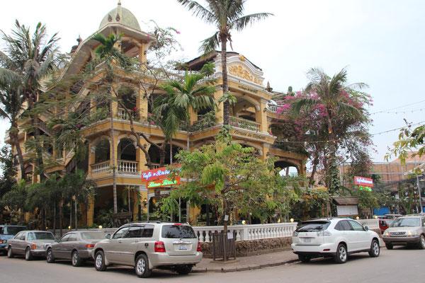 Vor einem Luxushotel in Siem Reap, Kambodscha
