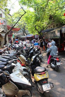 Motorräder zu Tausenden, Hanoi