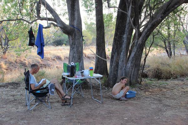 Abwaschen in freier Natur macht Spass, Australien