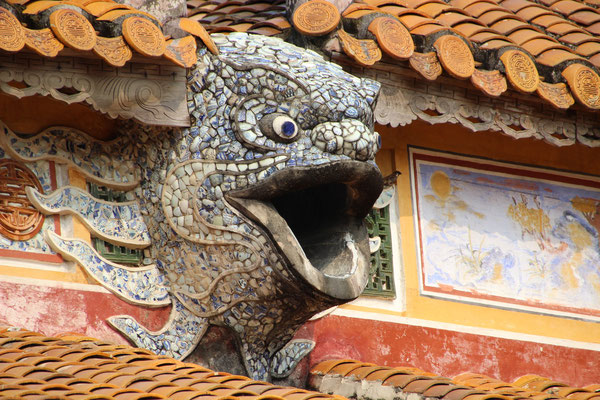 Auf einem Dach der Kaiserstadt von Hué