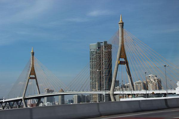 Rama VIII Brücke in Bangkok