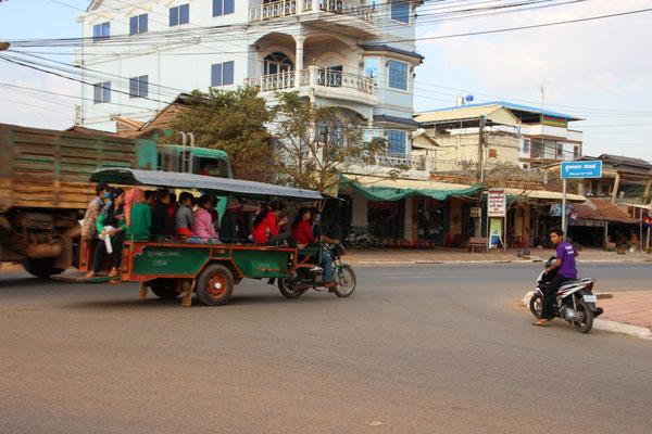 Taxidienst für viele in Kampot, Kambodscha