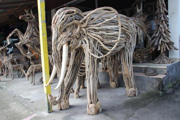 Holzelefant aus Schwemmholz