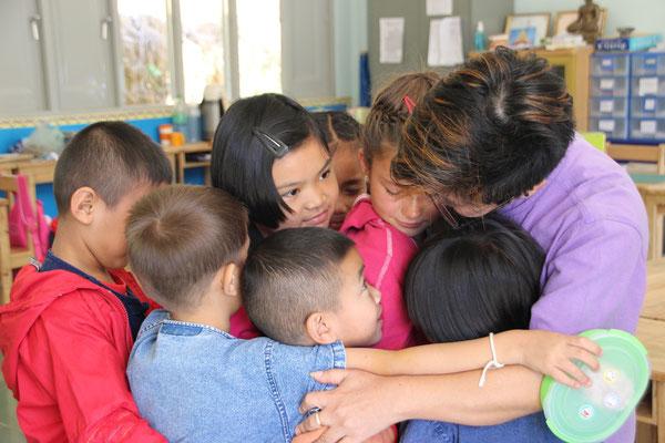Nach einer Woche Schule Abschied unter Tränen, Samoaeng