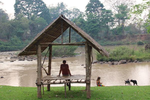 trüber Fluss in Tad Lo infolge Staudammreinigung