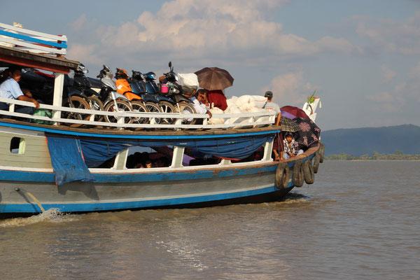 Motorradtransport nach Ogre Island, Myanmar