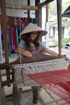 Erste Versuche am Webstuhl, Vietnam