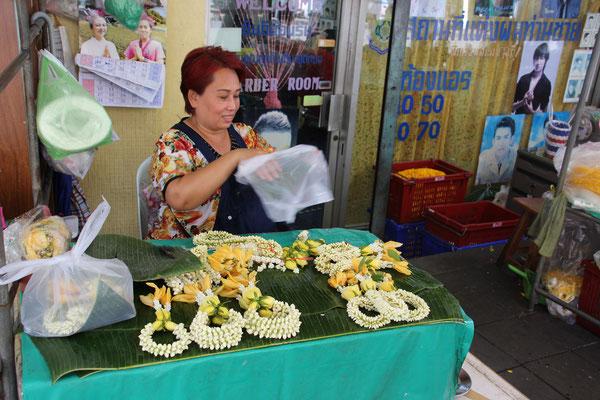 Am weltweit grössten Blumenmarkt in Bangkok