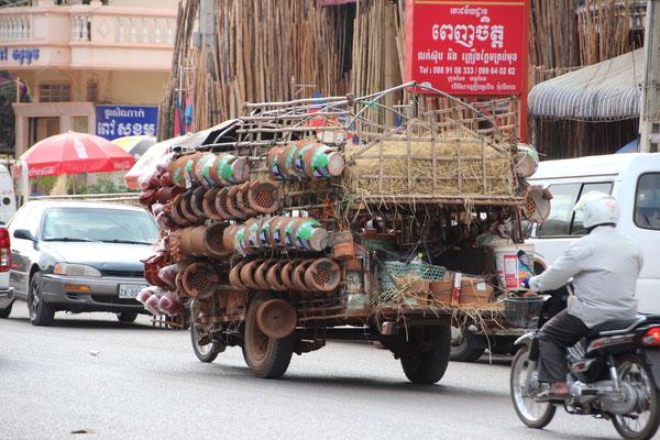 Gut beladen geht es zum Markt Kampot, Kambodscha
