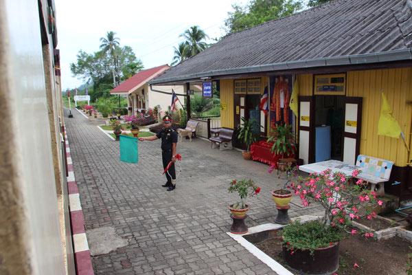 Bahnhof, unterwegs von Surathani nach Chumphon