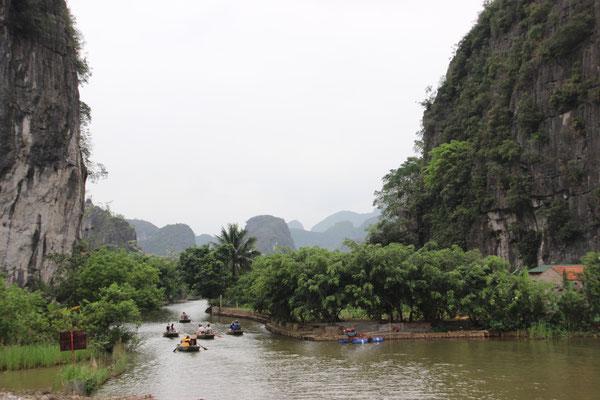Bootstour durch die trockene Halongbucht in Trang An