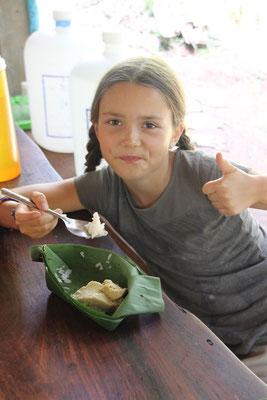 Schale aus einem Bananenblatt selber gefaltet, Thailand