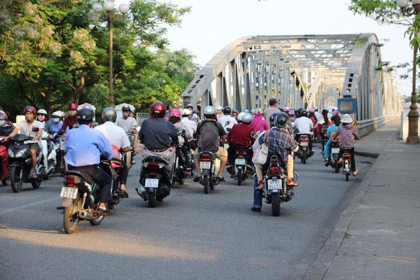 Übliches Verkehrsaufkommen in Hué