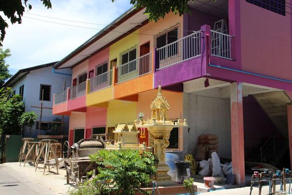 Bunte Häuserfassade in Bangkok