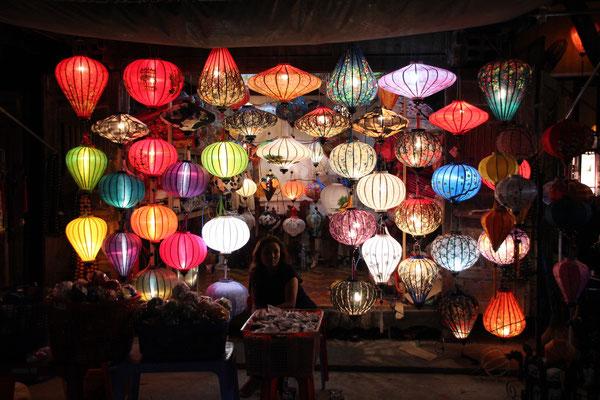 Lampions in allen Farben und Formen, Hoi An