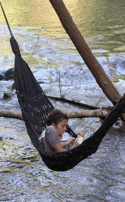 Lesen am Fluss, Thailand