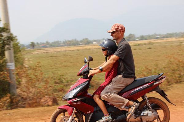 Mara's erste Lernfahrten in Kampot, Kambodscha