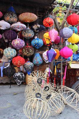 Rohbau und Endprodukt der Lampions, Hoi An