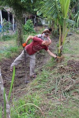 Gärtnern auf der Tierfarm in Suanphung