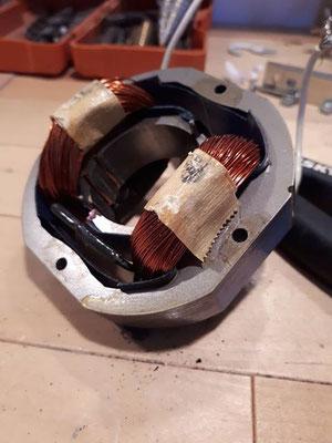 Détail d'un moteur électrique avant d'en faire des des de Noël upcycling