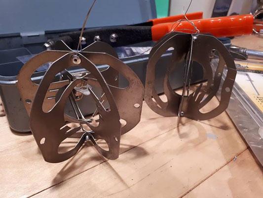 Pièces de moteur transformé en boules de Noël upcycling