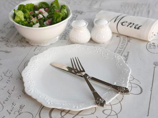 Teller, Salz- & Pfefferstreuer und Schälchen aus der Provence Serie von Chic Antique