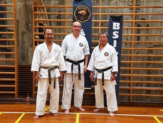 mit Taira Sensei (rechts) und Arakaki Sensei (links)